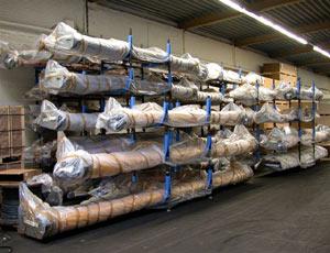 Промышленные рулонные скоростные ворота Dynaco обычная упаковка. Удобно складируются.